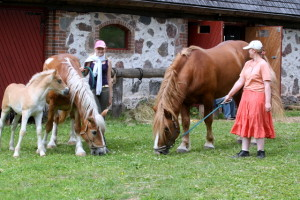 Kraaps ER koos ema Hellik ER ja isa Kevin 2187 ER